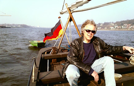 Günter steering Betty with the new dinghy on the river Elbe